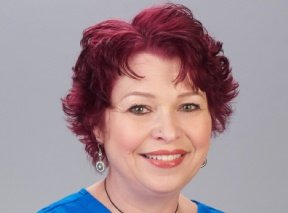headshot of teresa martone, apn