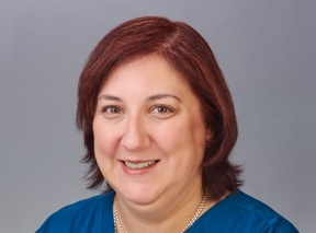 headshot of lori huntsinger, apn